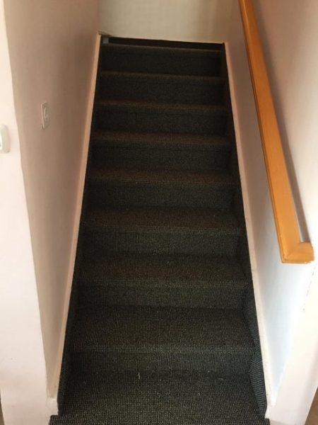 התקנת שטיח מקיר לקיר למדרגות