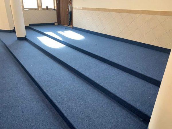 שטיח מקיר לקיר לבית כנסת